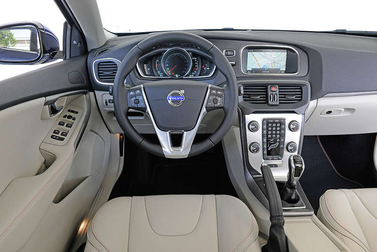Volvo V40 Cross-Country, Innenansicht, Cockpit, 2015, Foto: Volvo