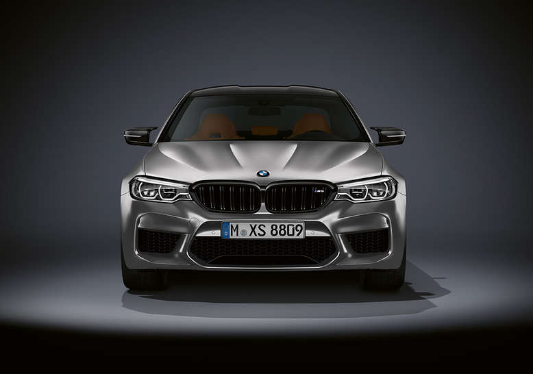BMW M5, Front